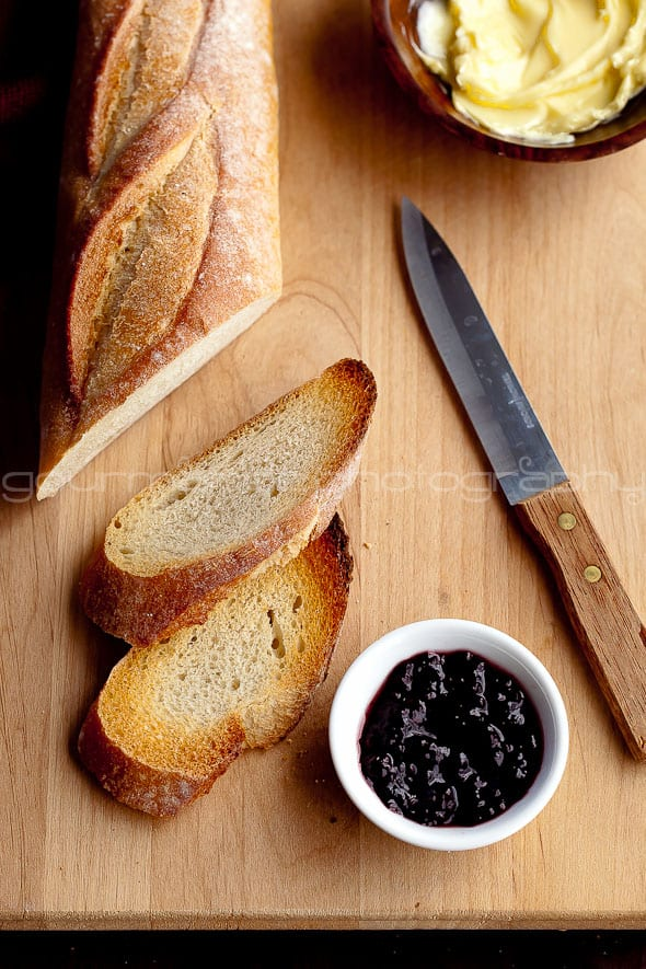 blackberry sauce with honey, butter and french bread