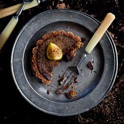 chocolate fig tart on plate, chocolate tart recipe