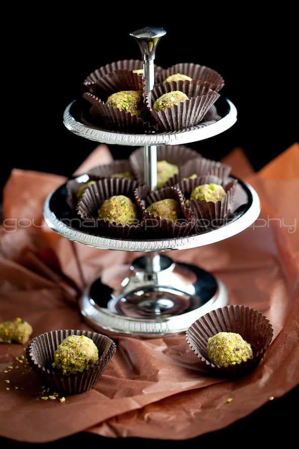 Pistachio Cranberry Orange Sugar Plums 4 Orange, Cranberry, Pistachio Fruit and Nut Truffles | Visions of Sugar Plums