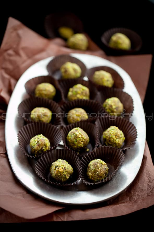 Pistachio Cranberry Orange Sugar Plums Orange, Cranberry, Pistachio Fruit and Nut Truffles | Visions of Sugar Plums
