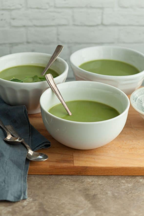 Broccoli Spinach Soup (Vegan) - This healthy and nourishing homemade broccoli spinach soup is packed with green vegetables. #broccoli #spinach #soup #paleo #vegan