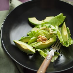 Avocado and Romaine Salad with Walnuts-064