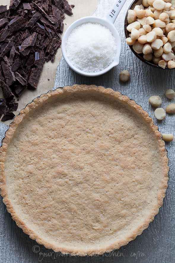 tart shell, coconut, chocolate, macadamai nut