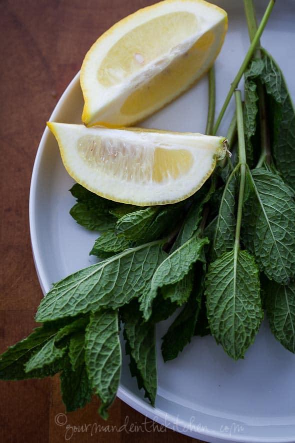 lemon wedges, mint, lemon