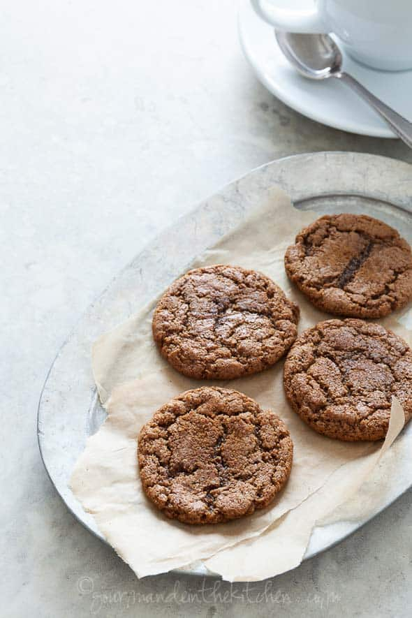 ginger cookie, molasses cookie, ginger molasses cookie, paleo cookie, gluten-free cookie, grain-free cookie