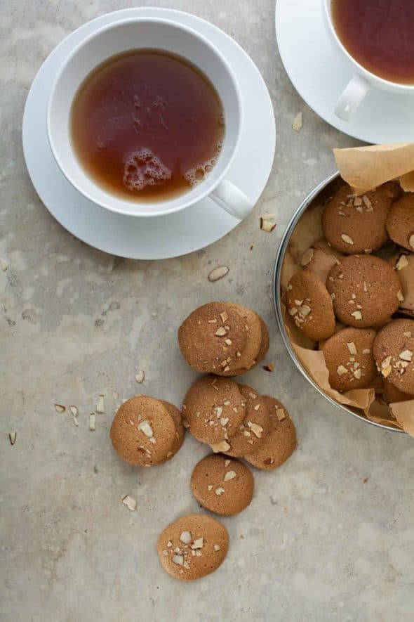 Crisp and crackly cookies with the delicate taste of almonds.
