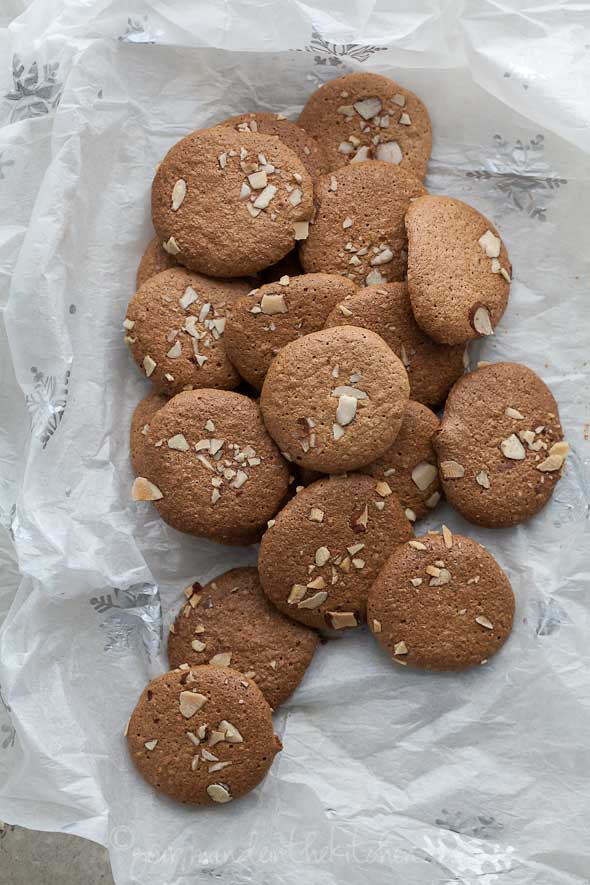 Crunchy Almond Cookies on gourmandeinthekitchen.com paleo Amaretti Thins | Crunchy Almond Cookies (Gluten Free, Grain Free, Paleo Friendly)