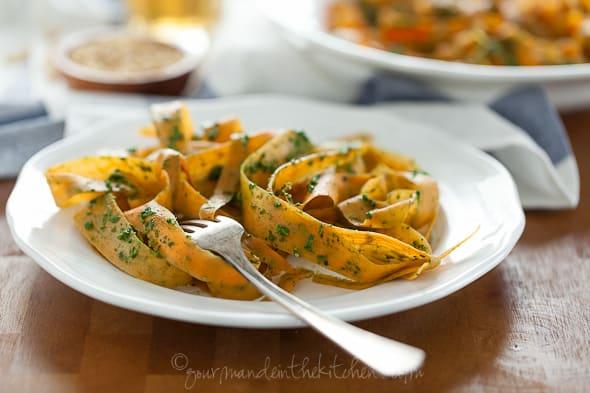 sweet potato noodles with pesto, vegetable noodles with kalr pesto, paleo noodles