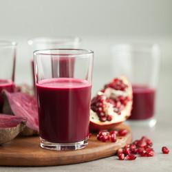Pomegranate, Beet, Red Cabbage Juice on gourmandeinthekitchen.com