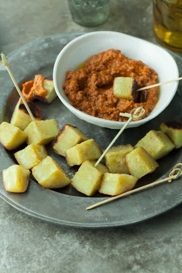 Roasted Japanese Sweet Potatoes with Sun-Dried Tomato Romesco (paleo, vegan) Roasted Japanese sweet potatoes served with sun-dried tomato Romesco, makes for a deliciously quick and easy appetizer. #potatoes #romesco #bigday #appetizer #snack
