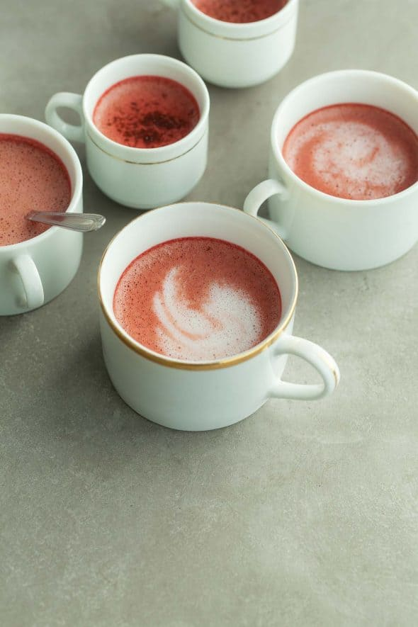 Red Velvet Tea Latte in Mugs