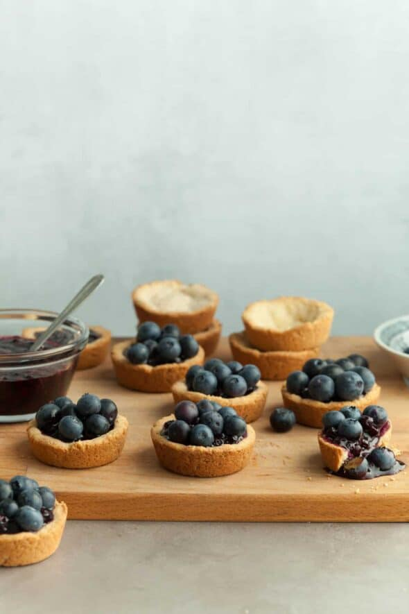Mini Double Blueberry Tarts (Paleo) - No forks needed for these easy, bite-sized, gluten-free mini blueberry tarts! #blueberries #tarts #glutenfree #vegan #paleo #summerrecipes