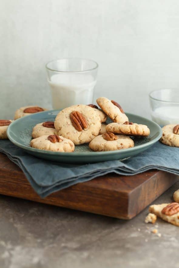 Maple Pecan Sandies (Paleo)