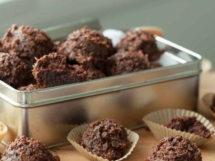 Fudgy Vegan Chocolate Coconut Macaroons (Paleo)